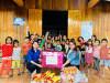 Đoàn thanh niên Viện KSND huyện Đak Pơ tặng quà cho các em thiếu nhi làng đồng bào dân tộc thiểu